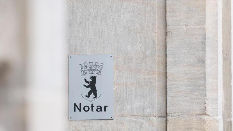 wohnt-eine-person-im-ausland-muss-sie-nicht-zwangslaufig-einen-deutschen-notar-aufsuchen-um-ein-erbe-auszuschlagen-foto-robert-guntherdpa-tmn