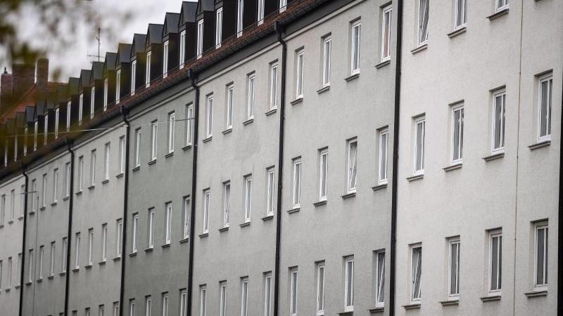 eine-wohnanlage-im-munchener-stadtteil-schwabing-foto-sina-schuldtdpasymbolbild
