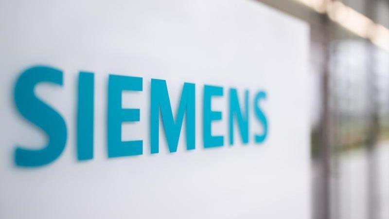 das-schriftzug-logo-des-deutschen-industriekonzerns-siemens-foto-daniel-karmanndpasymbolbild