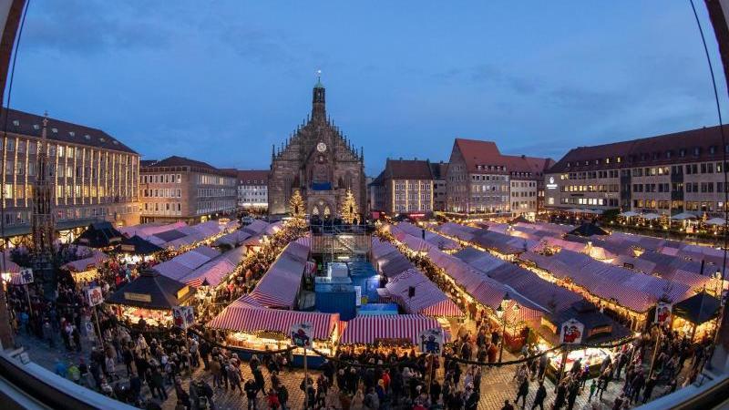 der-nurnberger-christkindlesmarkt-foto-daniel-karmanndpaarchivbild