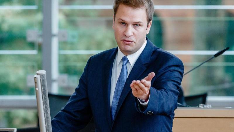 schleswig-holsteins-fdp-fraktionschef-christopher-vogt-spricht-in-kiel-foto-markus-scholzdpaarchivbild