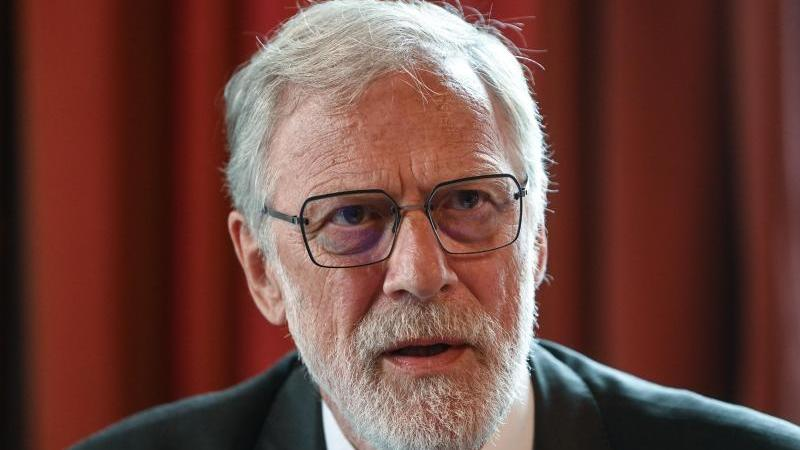 sachsen-anhalts-staats-und-kulturminister-rainer-robra-cdu-foto-hendrik-schmidtdpa-zentralbilddpaarchivbild