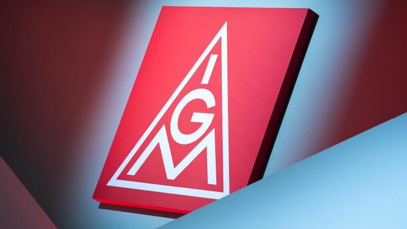 das-logo-der-ig-metall-foto-daniel-karmanndpasymbolbild