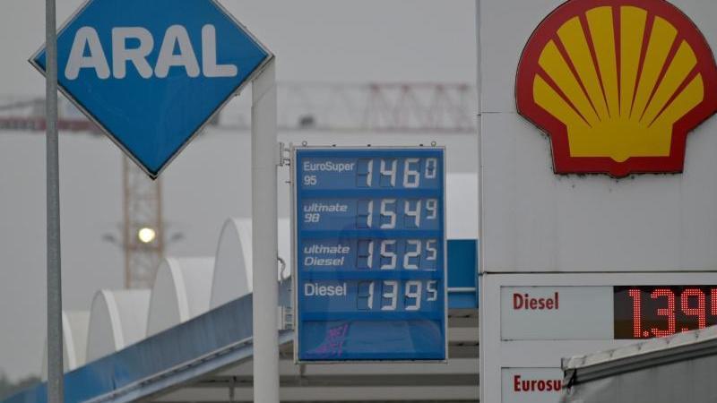 die-kraftstoffpreise-entlang-der-tankmeile-foto-harald-titteldpa