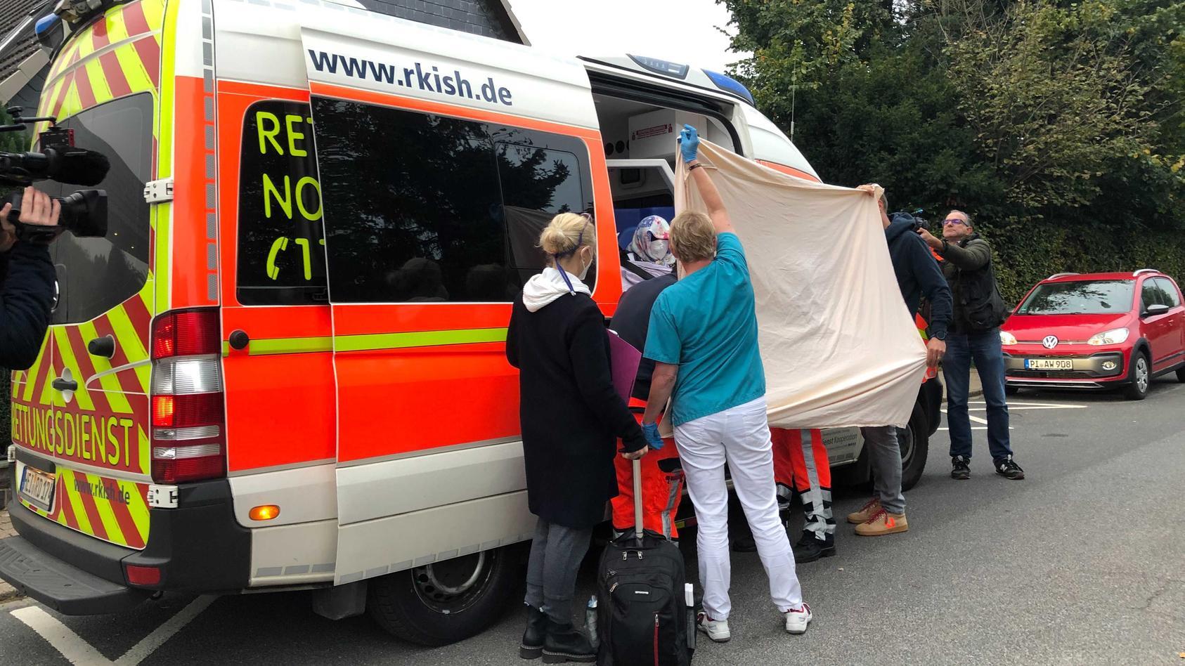 irmgard-f-wird-dienstagmorgen-mit-dem-rettungsdienst-zum-prozess-gefahren