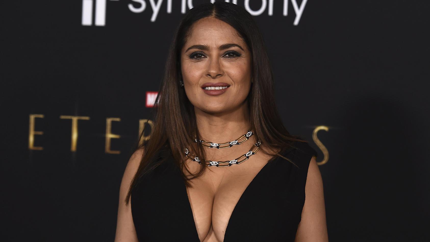 salma-hayek-zeigte-sich-bei-der-filmpremiere-von-the-eternals-von-ihrer-besten-seite