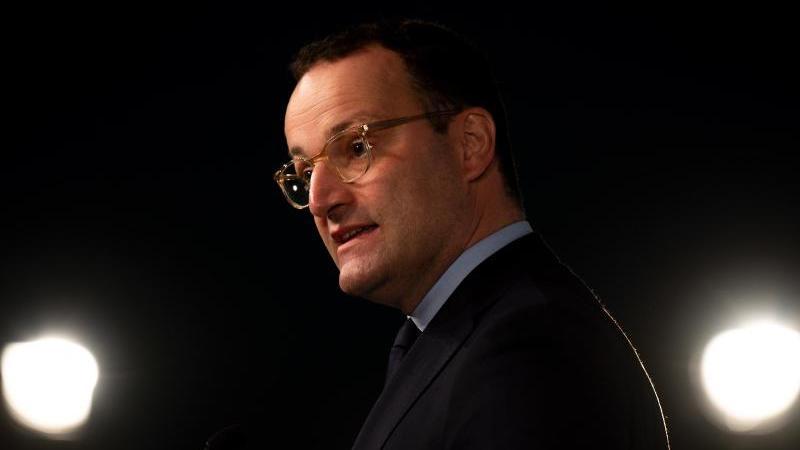 loste-mit-seinem-vorsto-uber-das-auslaufen-der-corona-notlage-eine-debatte-aus-gesundheitsminister-jens-spahn-foto-monika-skolimowskadpa-zentralbilddpa