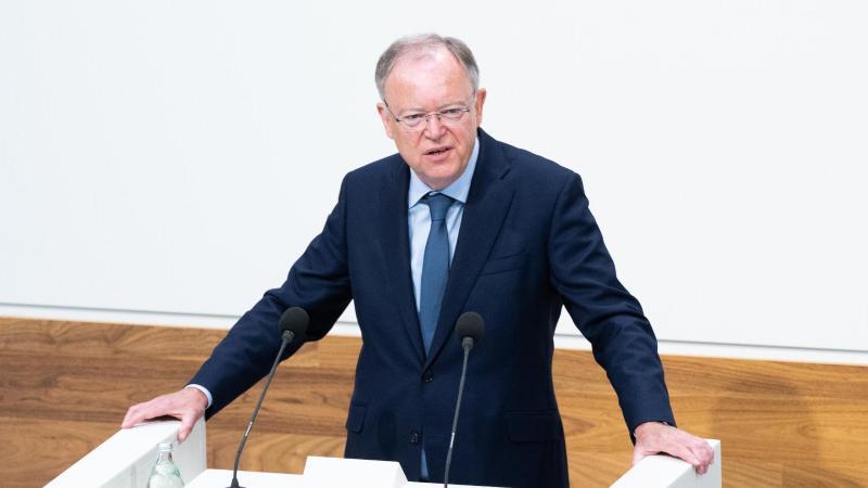 stephan-weil-spd-ministerprasident-niedersachsen-spricht-foto-julian-stratenschultedpa