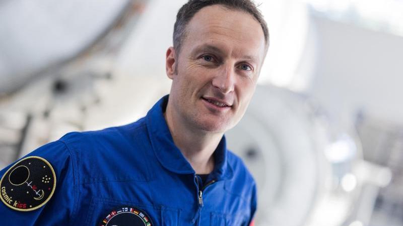 astronaut-matthias-maurer-nimmt-an-einer-pressekonferenz-im-europaischen-astronautenzentrum-teil-foto-rolf-vennenbernddpaarchivbild