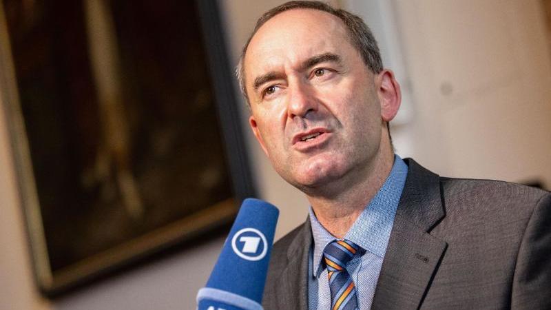 hubert-aiwanger-wirtschaftsminister-und-landesvorsitzender-der-freien-wahler-in-bayern-foto-matthias-balkdpaarchivbild