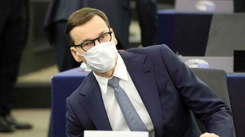 mateusz-morawiecki-ministerprasident-von-polen-sitzt-im-europaischen-parlament-in-straburg-foto-ronald-wittekpool-epaapdpa
