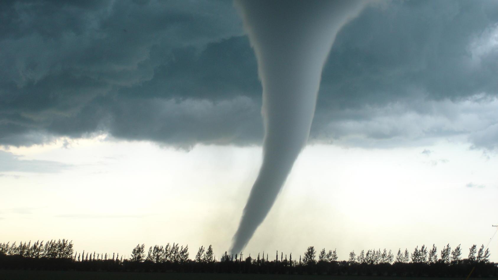 windhosen-in-europa-sturmtiefs-losen-drei-tornados-aus