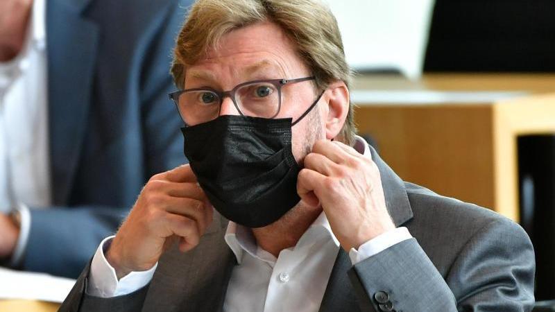 dirk-adams-die-grunen-minister-fur-migration-justiz-und-verbraucherschutz-von-thuringen-foto-martin-schuttdpa-zentralbilddpaarchivbild