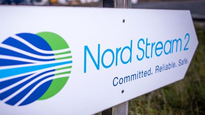 """Schriftzug """"Nord Stream 2"""". Foto: Jens Büttner/dpa-Zentralbild/dpa/Archivbild"""