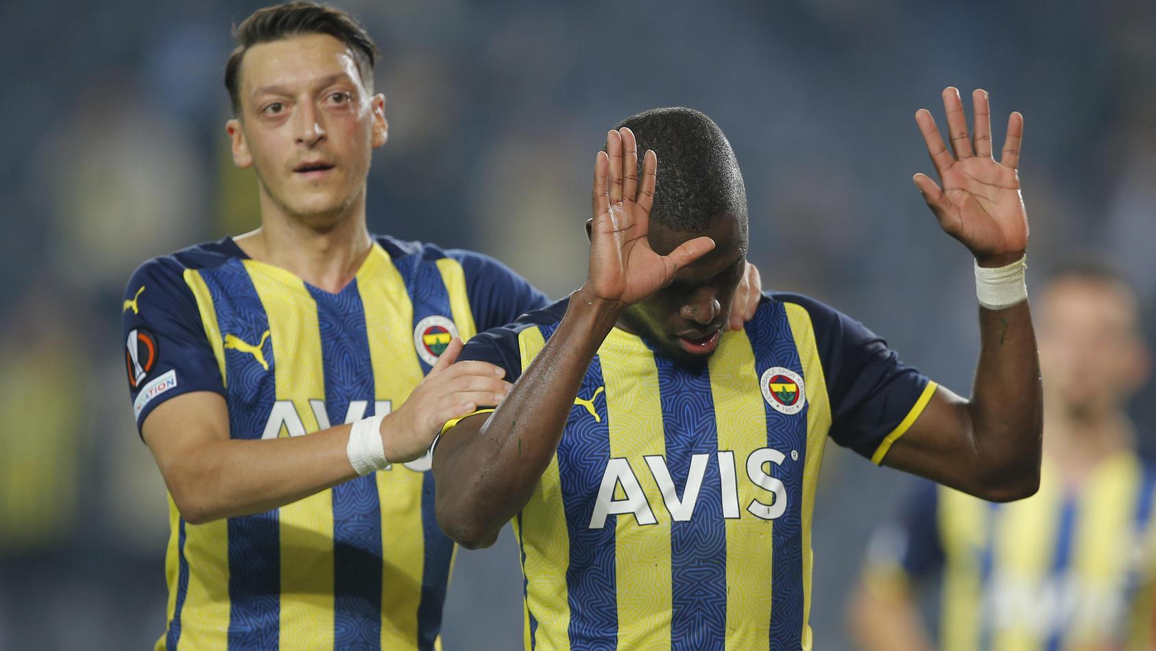 europa-league-ozil-team-holt-remis-gegen-antwerpen