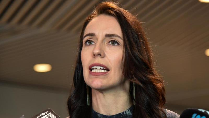 neuseelands-regierungschefin-jacinda-ardern-will-im-kampf-gegen-die-pandemie-den-kurs-andern-foto-ben-mckayaapdpa