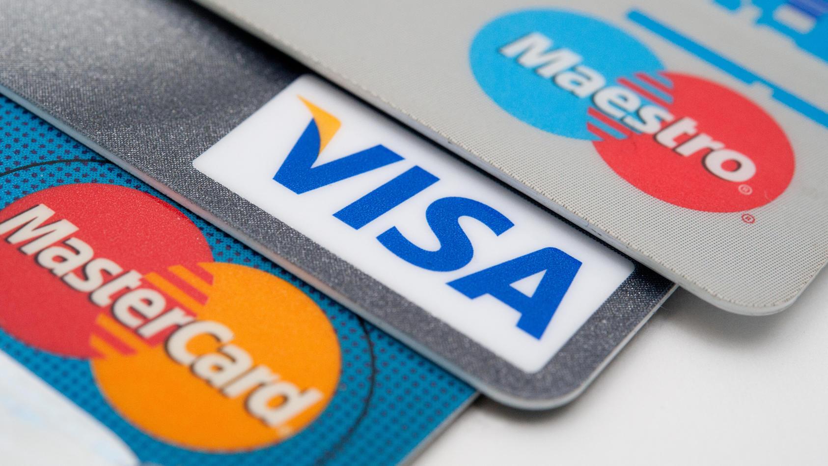 kreditkarten-der-kreditkartengesellschaften-visa-und-mastercard-sowie-eine-ec-karte-des-debitkarten-dienstes-maestro