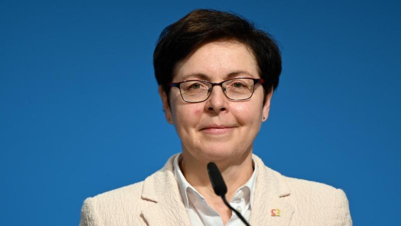 heike-taubert-spd-finanzministerin-von-thuringen-spricht-foto-martin-schuttdpa-zentralbilddpa
