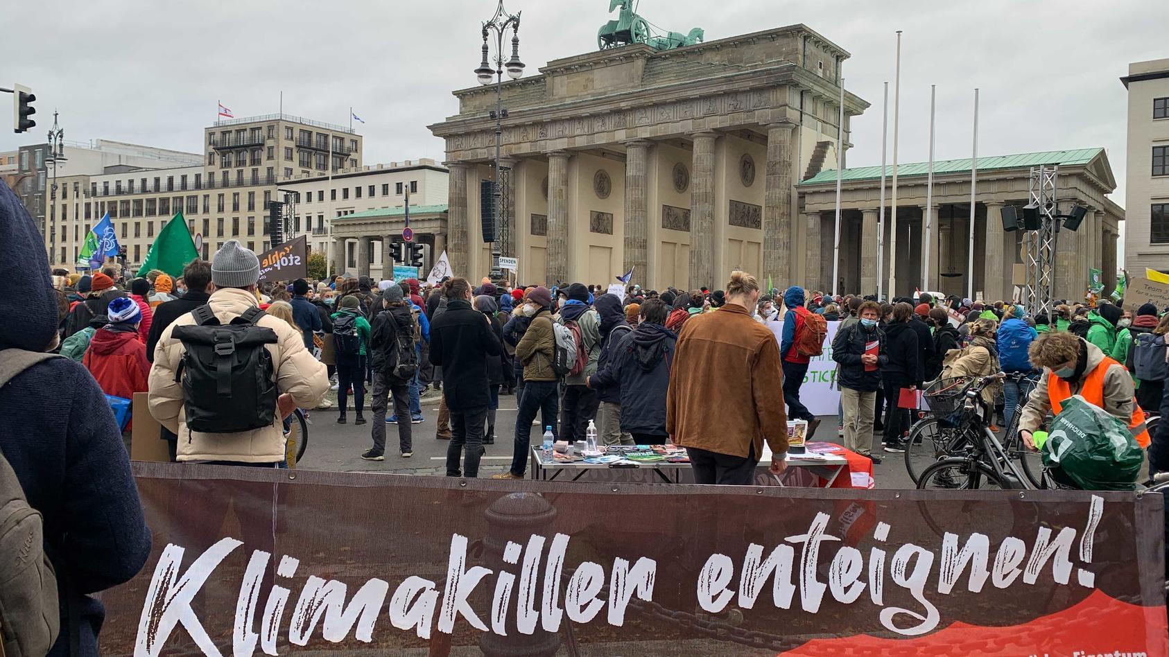 klima-aktivisten-versammeln-sich-in-berlin-zur-neunten-fridays-for-future-demo