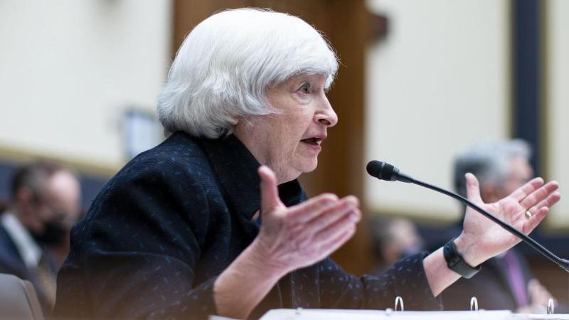 finanzministerin-janet-yellen-spricht-wahrend-einer-anhorung-des-house-financial-services-committee-auf-dem-capitol-hill-foto-al-dragopool-bloombergapdpa