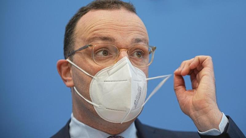 jens-spahn-cdu-bundesminister-fur-gesundheit-nimmt-an-einer-pressekonferenz-zu-grippeimpfung-und-corona-teil-archivbild-foto-michael-kappelerdpa