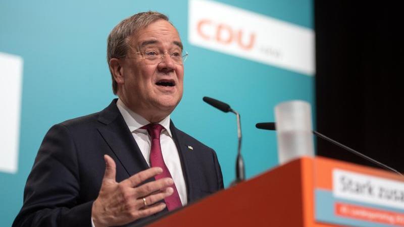 armin-laschet-ministerprasident-und-landesparteivorsitzender-spricht-auf-dem-landesparteitag-foto-bernd-thissendpa