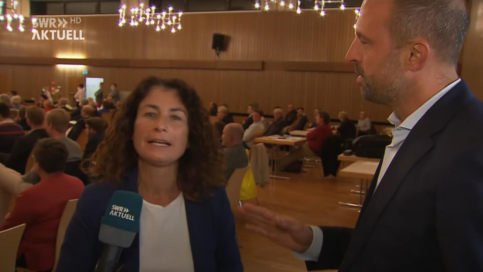 unflatige-beleidigungen-skandal-im-live-tv-politiker-wurgt-reporterin-ab