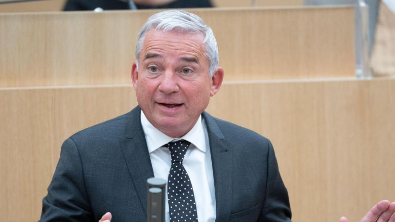 thomas-strobl-cdu-innenminister-von-baden-wurttemberg-spricht-im-landtag-foto-marijan-muratdpa