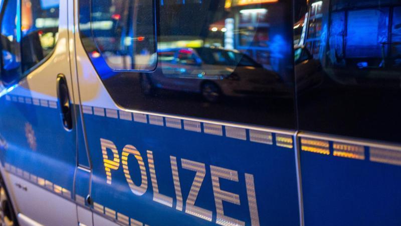 ein-einsatzfahrzeug-der-polizei-steht-bei-einer-kontrolle-auf-der-strae-foto-fernando-gutierrez-juarezdpasymbolbild