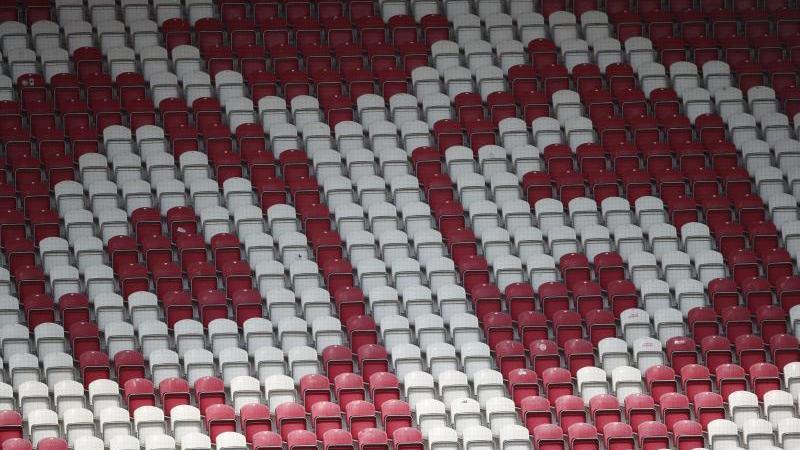 das-logo-von-mainz-05-ist-auf-den-rangen-zu-sehen-foto-tom-wellerdpaarchivbild