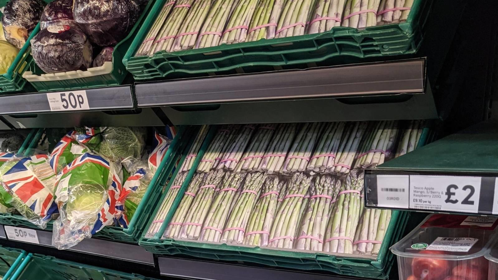 statt-echtem-spargel-gibt-es-in-diesem-britischen-supermarkt-nur-papp-spargel