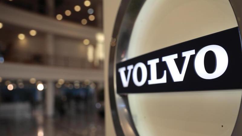 der-autobauer-volvo-rechnet-beim-borsengang-mit-rund-20-milliarden-kronen-2-mrd-euro-erlos-foto-virginia-mayoapdpa