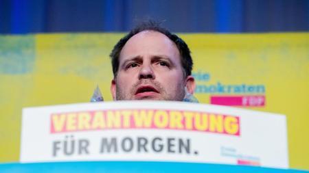 christoph-meyer-landesvorsitzender-der-fdp-berlin-spricht-foto-christoph-soederdpaarchivbild