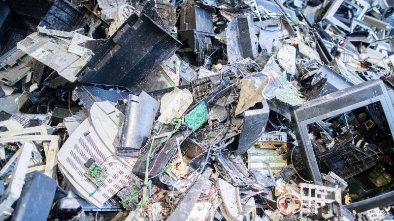 im-nachsten-jahr-wird-die-entsorgung-von-elektroschrott-einfacher-foto-marcel-kuschdpa