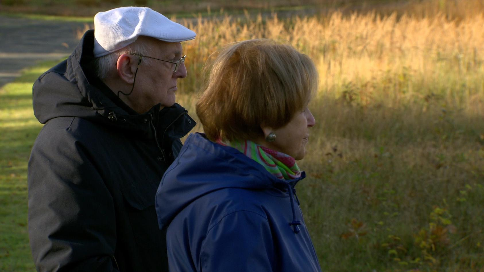 Die überlebenden Mala Tribich und Alfred Garwood im ehemaligen KZ Bergen-Belsen.