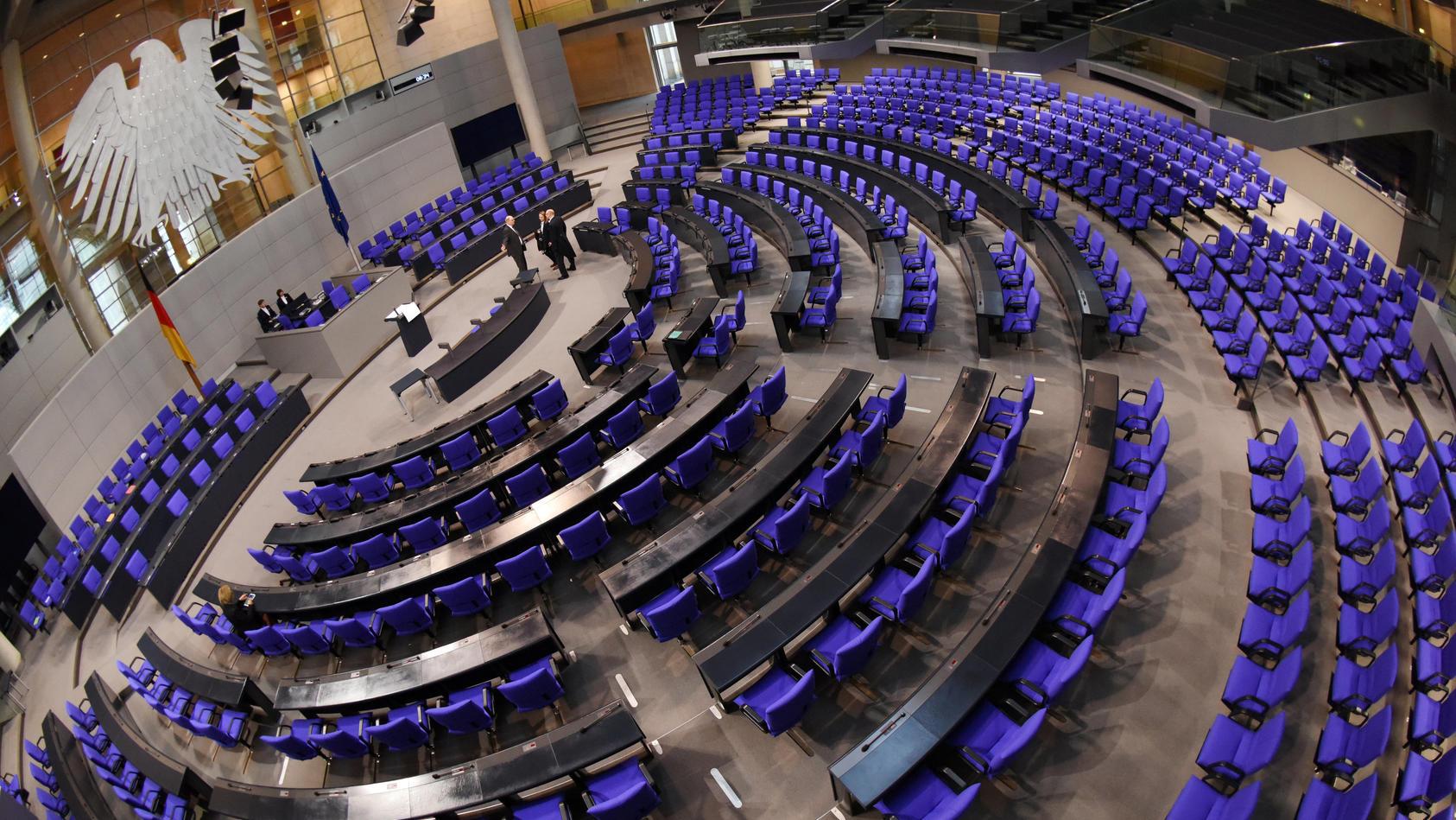 noch-sind-die-sitze-leer-zur-ersten-sitzung-des-bundestages-wird-es-mit-736-abgeordneten-deutlich-voller-werden