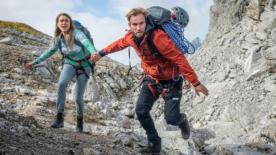 liliane-zillner-und-jochen-matschke-im-rtl-thriller-grenzganger-mord-in-den-alpen