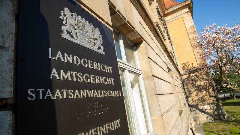 auenansicht-vom-landgericht-und-amtsgericht-schweinfurt-foto-daniel-karmanndpaarchiv