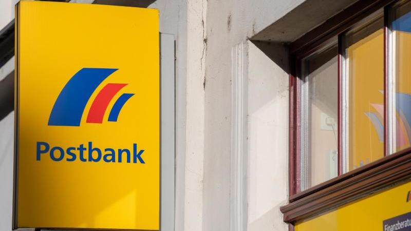 bald-wird-es-weniger-postbank-filialen-geben-foto-monika-skolimowskadpa-zentralbilddpa