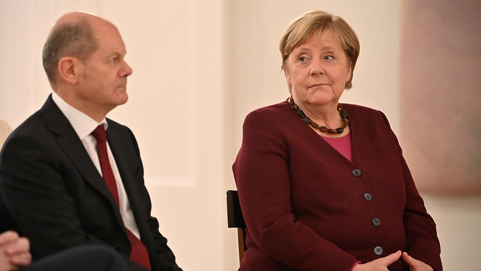 wahrscheinlich-muss-ers-bald-machen-merkel-nimmt-ihren-vermutlichen-nachfolger-mit-zur-g20-konferenz