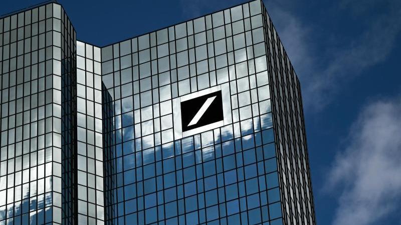 die-zentrale-der-deutschen-bank-in-frankfurt-am-main-foto-arne-dedertdpaarchivbild