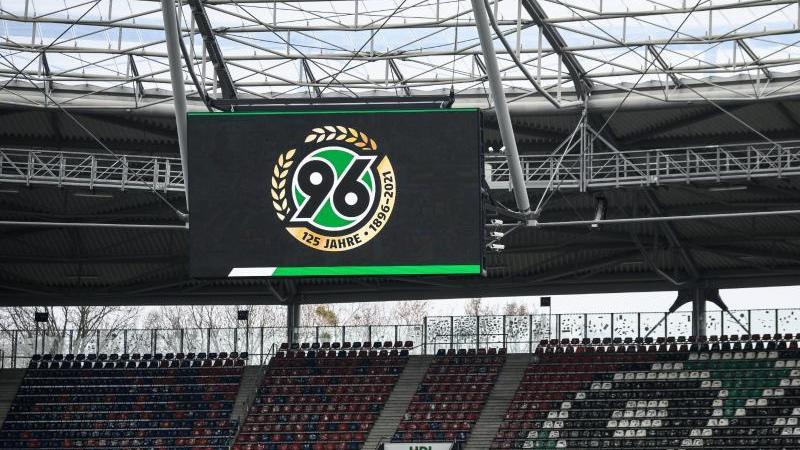 das-logo-von-hannover-96-foto-swen-pfortnerdpaarchivbild