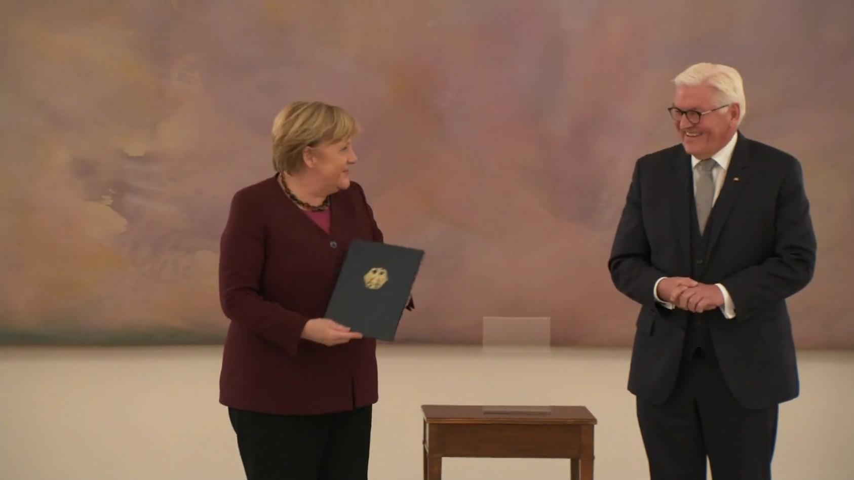 Das Ende eine Ära - Merkels Abschied endet mit einem Lacher