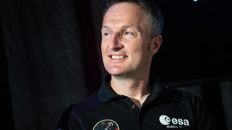 matthias-maurer-esa-astronaut-spricht-auf-einer-pressekonferenz-foto-boris-roesslerdpaarchivbild