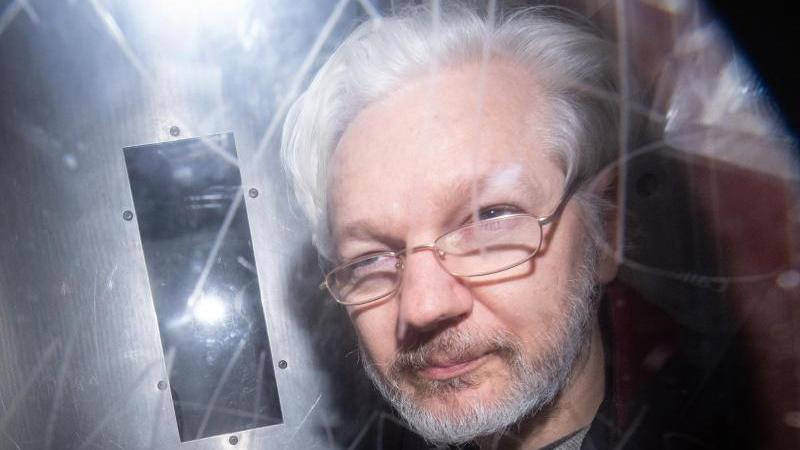 wikileaks-grunder-julian-assange-verlasst-das-westminster-magistrates-gericht-nach-einer-anhorung-zum-auslieferungsgesuch-der-usa-foto-dominic-lipinskipa-wiredpa