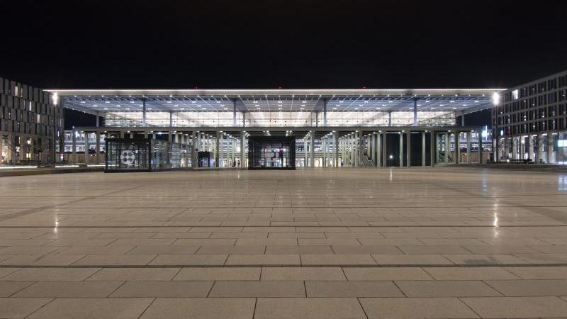 das-hauptgebaudes-des-flughafen-berlin-brandenburg-foto-paul-zinkendpa