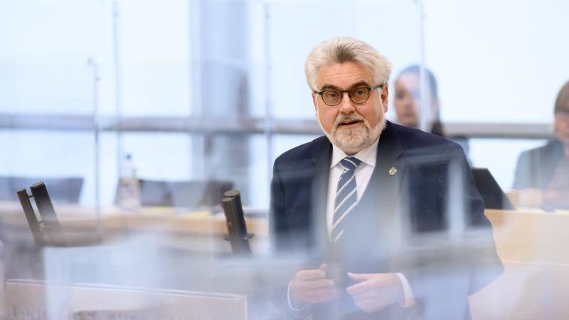 armin-willingmann-minister-fur-wissenschaft-energie-klimaschutz-und-umwelt-spricht-im-plenarsaal-foto-klaus-dietmar-gabbertdpa-zentralbilddpaarchiv