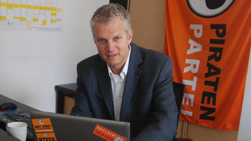 Daniel Schwerd, Ober-Pirat des Kreisverbands Köln, steht im Interview mit RTLaktuell.de Rede und Antwort. Foto: Jakob Paßlick
