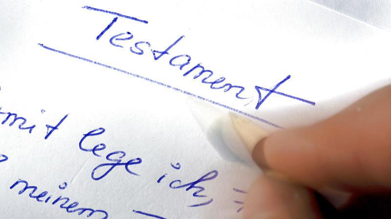 Mit dem Testament hat man die Chance seinen letzten Willen niederzuschreiben und die Verhältnisse nach dem Tod zu ordnen.