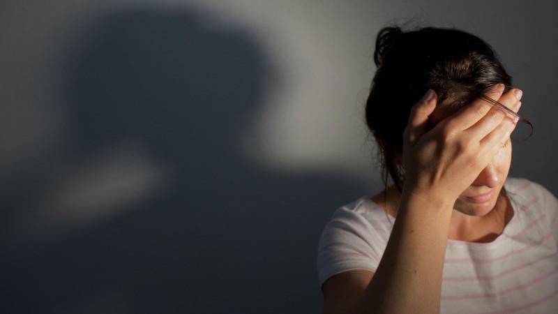 Krebs-Symptome: Es gibt viele Ursachen für Müdigkeit und Kopfschmerzen, doch nicht immer sind sie harmlos.